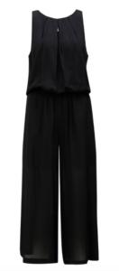 čierny overal so širokým strihom nohavíc