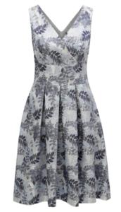 sivomodré kvetované šaty s objemnou naskladanou sukňou