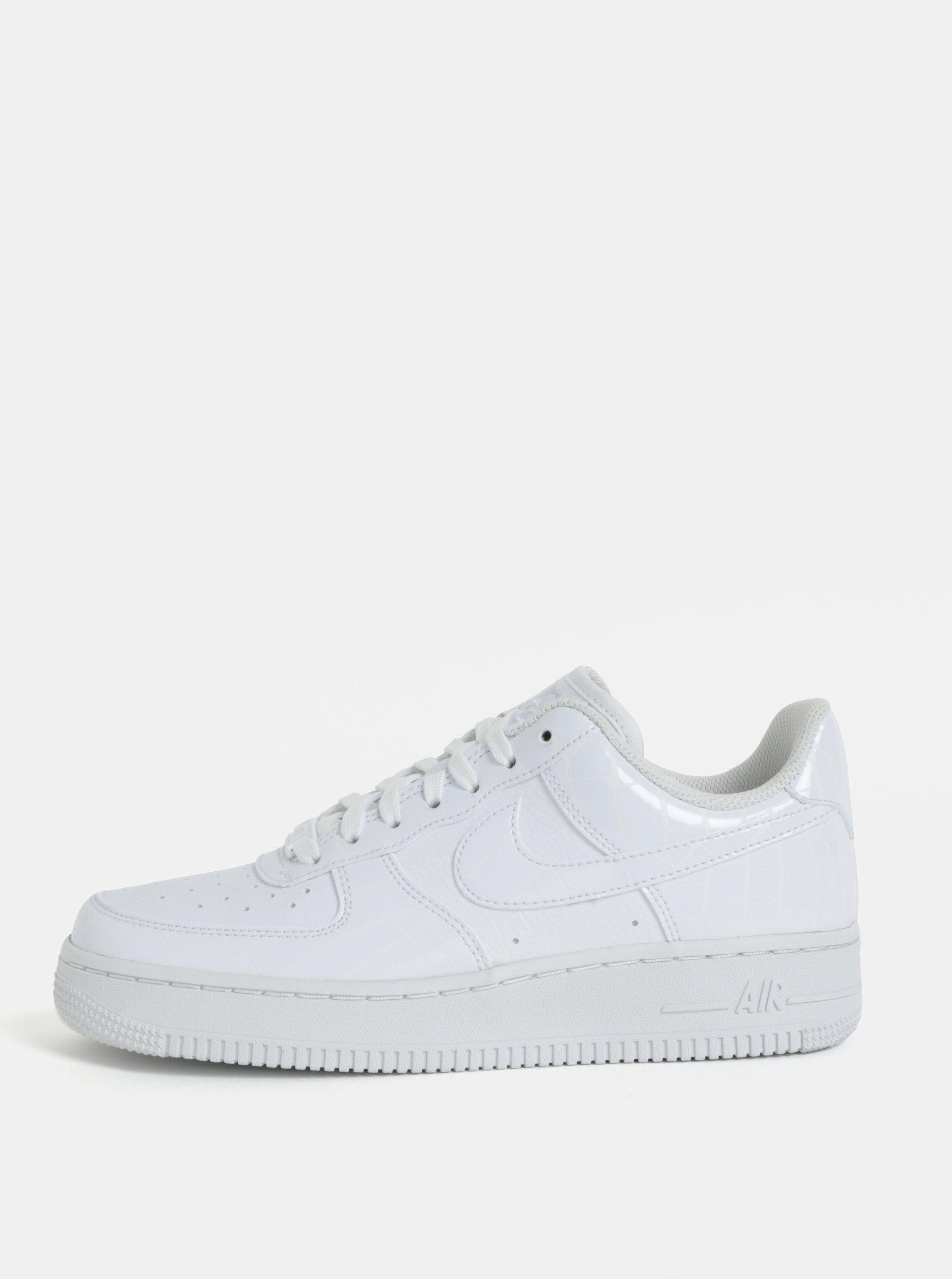 665d0e36448b Biele dámske tenisky na platforme Nike Air Force1