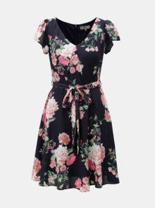 Tmavomodré kvetované šaty s véčkovým výstrihom Billie & blossom