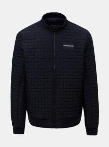 Tmavomodrá pánska prešívaná bunda s nášivkou Calvin Klein Jeans
