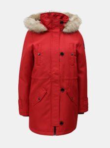 Červená zimná parka s umelým kožúškom VERO MODA Excursion