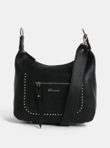 Čierna crossbody kabelka s detailmi v striebornej farbe Gionni