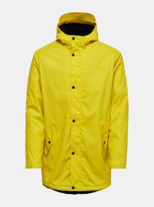 Žltá nepremokavá bunda s kapucňou ONLY & SONS