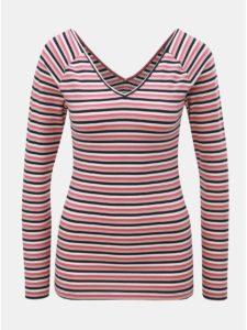 Bielo–ružové pruhované tričko s véčkovým výstrihom na chrbte ONLY Fifi