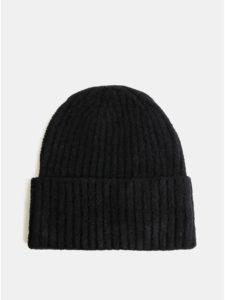 Čierna čiapka touch me.