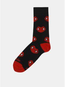 Červeno–čierne unisex ponožky s motívom upírích zubov Fusakle Hryziem