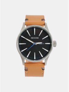 Pánske hodinky s hnedým koženým remienkom NIXON