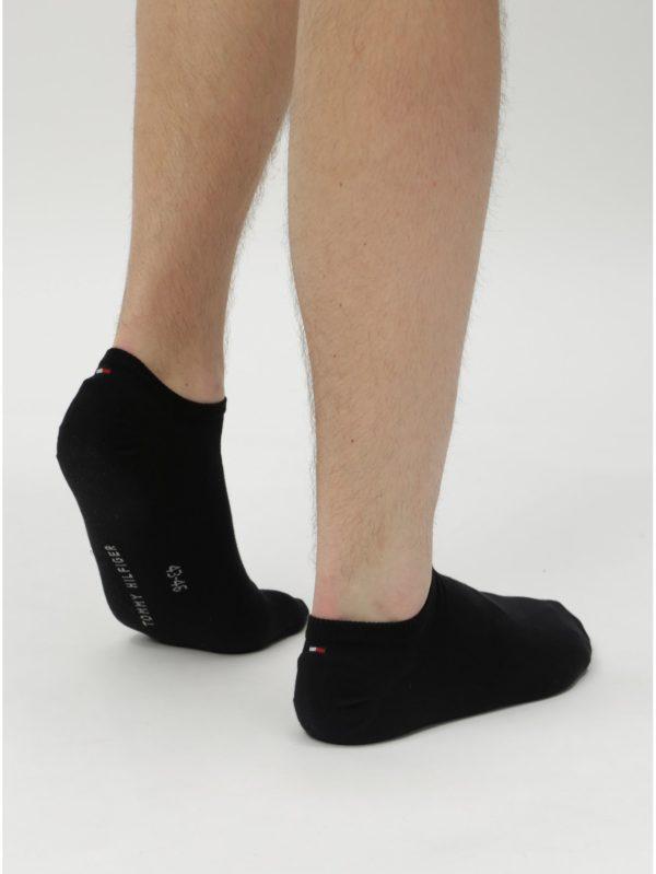 Balenie dvoch párov pánskych nízkych ponožiek v čiernej farbe Tommy Hilfiger