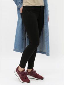 Čierne skrátené skinny fit nohavice s push up efektom ONLY Evie
