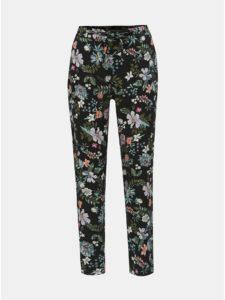 Čierne kvetované nohavice VERO MODA Simply Easy