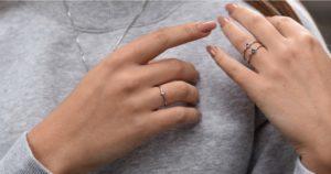 Ste milovníčkou šperkov a chcete oživiť svoj outfit? Vyskúšajte vrstvenie!