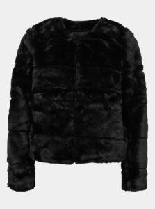 Čierny krátky kabát z umelej kožušiny Jacqueline de Yong Keira