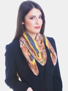 Béžovo-hnedá dámska vzorovaná šatka Versace 19.69