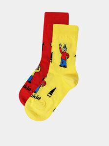 Detské vzorované ponožky v červenej a žltej farbe Fusakle Pat a Mat