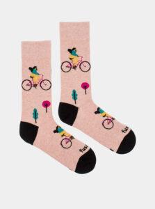 Ružové vzorované ponožky Fusakle Cyklistka v meste