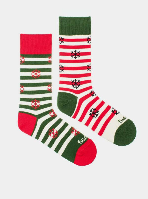 Červeno-zelené vzorované ponožky Fusakle Vánoce na sněhu